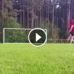 """Video hài: Nguy hiểm luôn """"rình rập"""" trong bóng đá"""