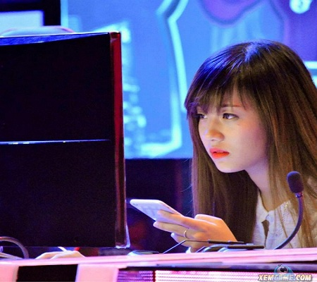 Nữ game thủ Liên Minh Huyền thoại