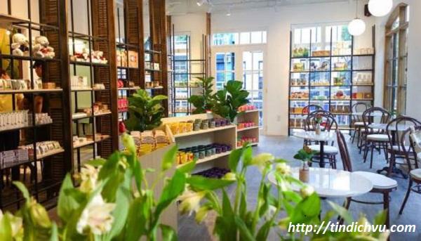 Khung cảnh bên trong của Souvenirs & Cafe