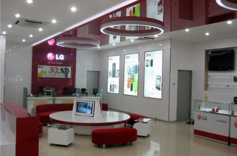 thi-cong-noi-that-showroom-da-nang
